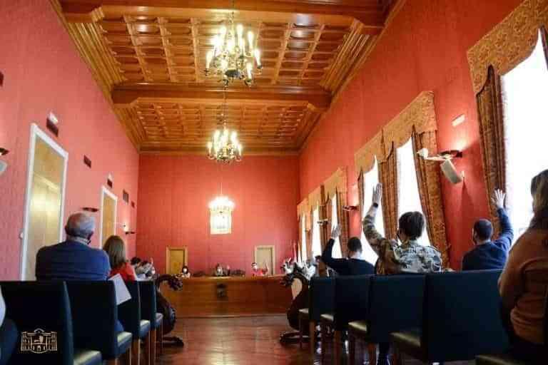 El pleno de Tomelloso aprueba modificaciones del Inventario Municipal y la cesión de un solar a Fundación Cadisla