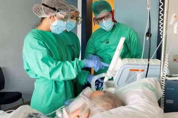 Nueva reducción de hospitalizados tanto en cama como en UCI por COVID-19 en Castilla-La Mancha