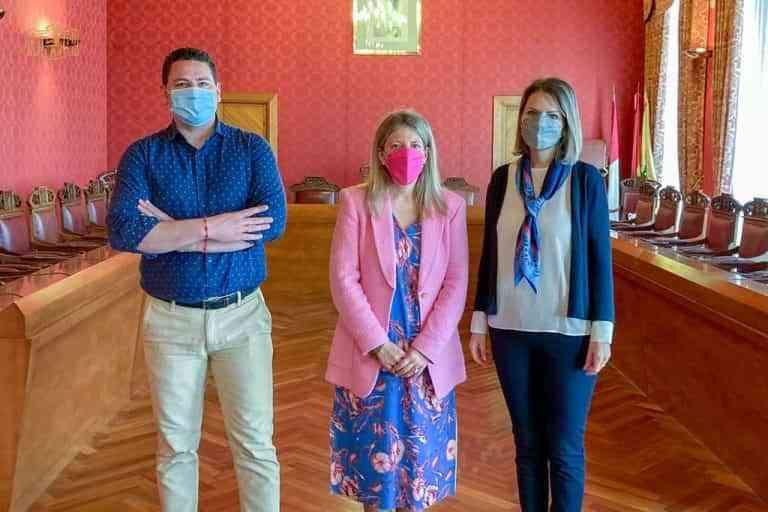 Tomelloso da la bienvenida a la cónsul de Rumanía en Ciudad Real