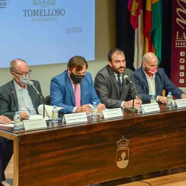 """Entregados los premios """"Vino y Cultura"""", de la DO La Mancha, en el Auditorio López Torres de Tomelloso"""